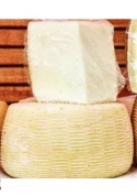 Formaggio caprino fresco per seadas e ravioli sardi
