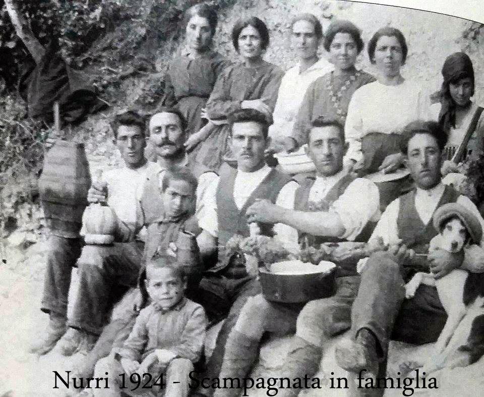 Is cubeddas di Nurri, festa di famiglia nel 1924